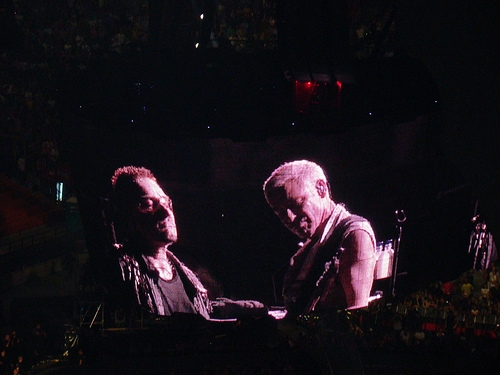 U2 back to the club stage (with video)