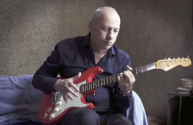 British Rock legend Mark Knopfler does AWESOME guitar tribute to Remembrance Day *WATCH*