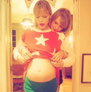 http://d2x3wmakafwqf5.cloudfront.net/wordpress/wp-content/blogs.dir/178/files/2015/03/original_Taylor-Swift-Jaime-King-pregnant-adorable-298x300.jpg