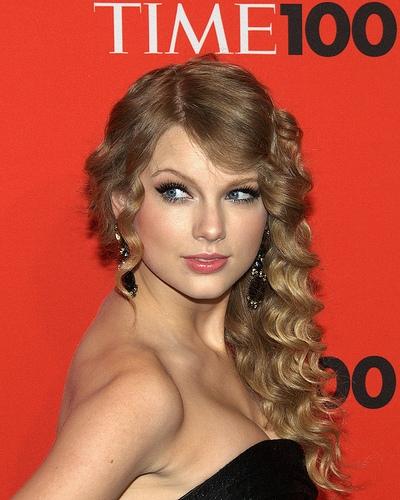 Taylor Swift Celebrates 27th Birthday