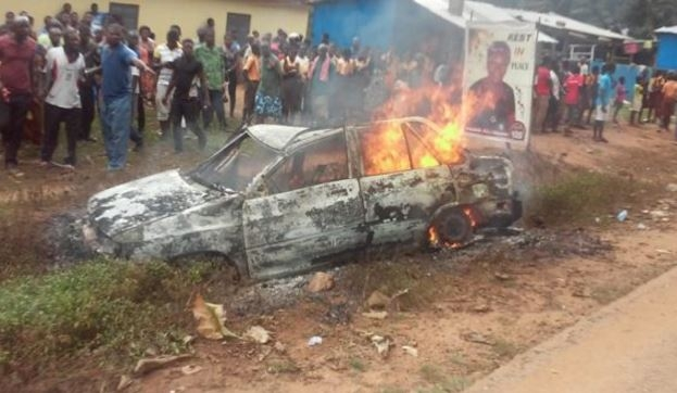 3 burn to death in taxi cab