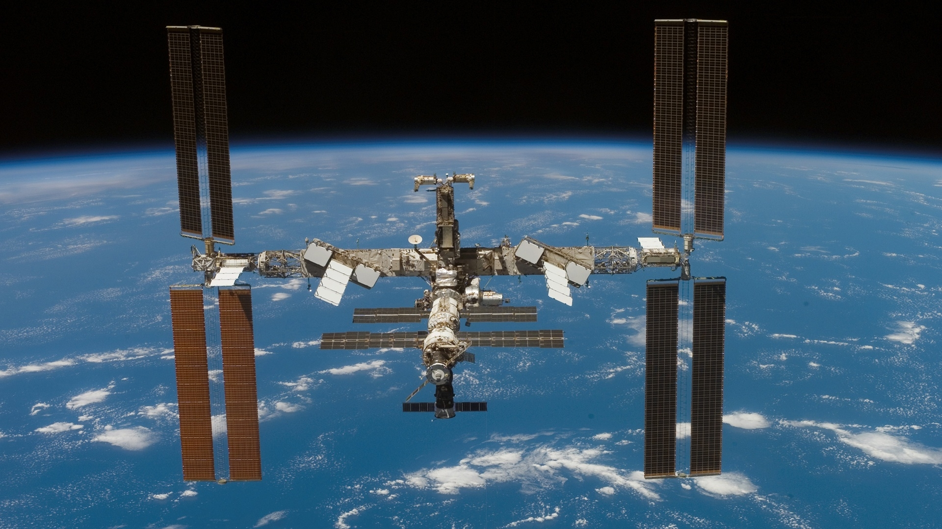 ISS Made It's 100,000th Orbit Around Earth - Equivalent Of 2.6 billion Miles!!